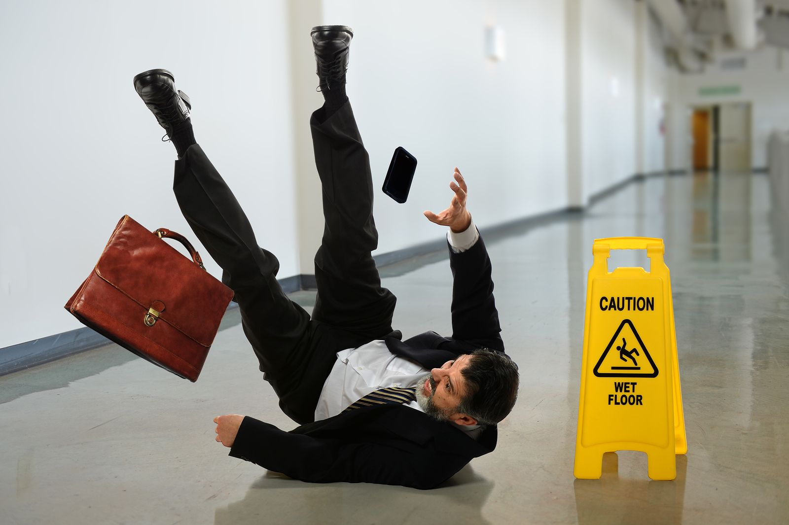 Awareness cause to file a case against property owners for slip and fall case